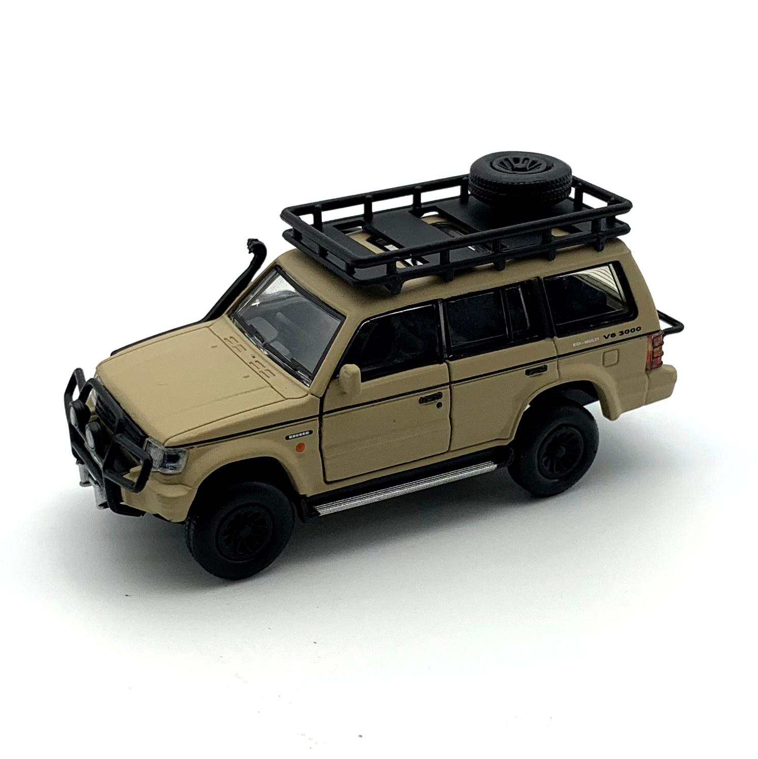 BM CREATIONS 三菱 パジェロ 2nd Generation マットアイボリー Jungle pack  RHD