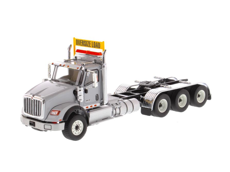 DIECAST MASTERS インターナショナル HX620 Tridem トラクター ライトグレー