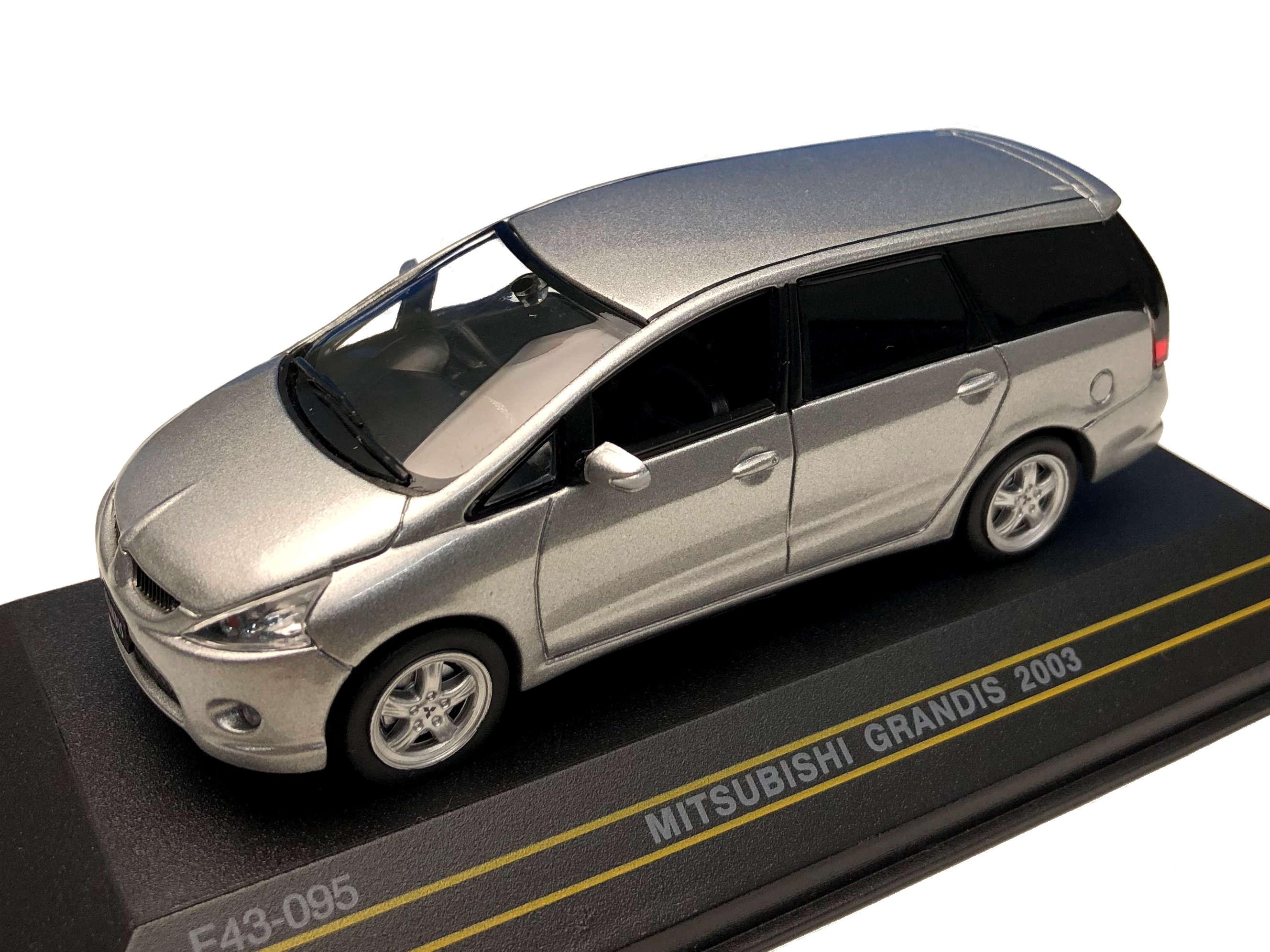 First43/ファースト43 三菱 グランディス 2003 シルバー