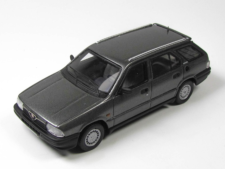 KESS/ケス アルファ・ロメオ 33 1.5 Giardinetta 4x4 1986 メタリックグレー