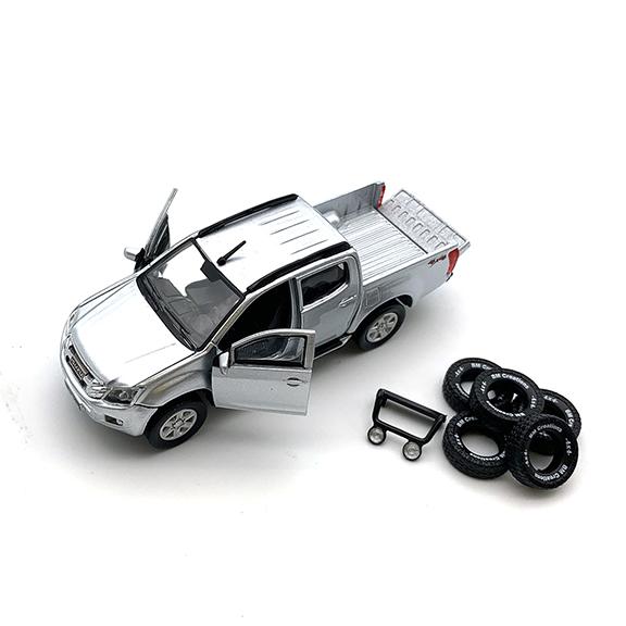 BM CREATIONS いすゞ  D-MAX  2016 シルバー  LHD