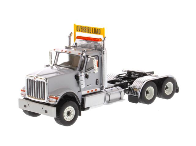 DIECAST MASTERS インターナショナル HX520 Tandem トラクター ライトグレー