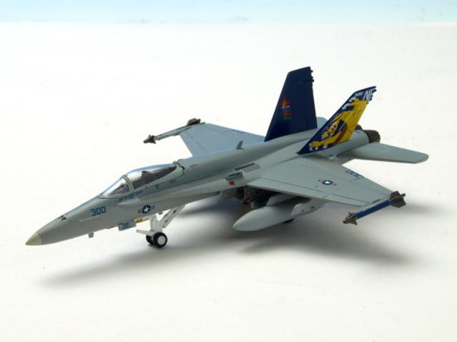 M-SERIES/エム シリーズ F/A-18C ホーネット アメリカ海軍 VFA-192 NF300 「CAG 2003」