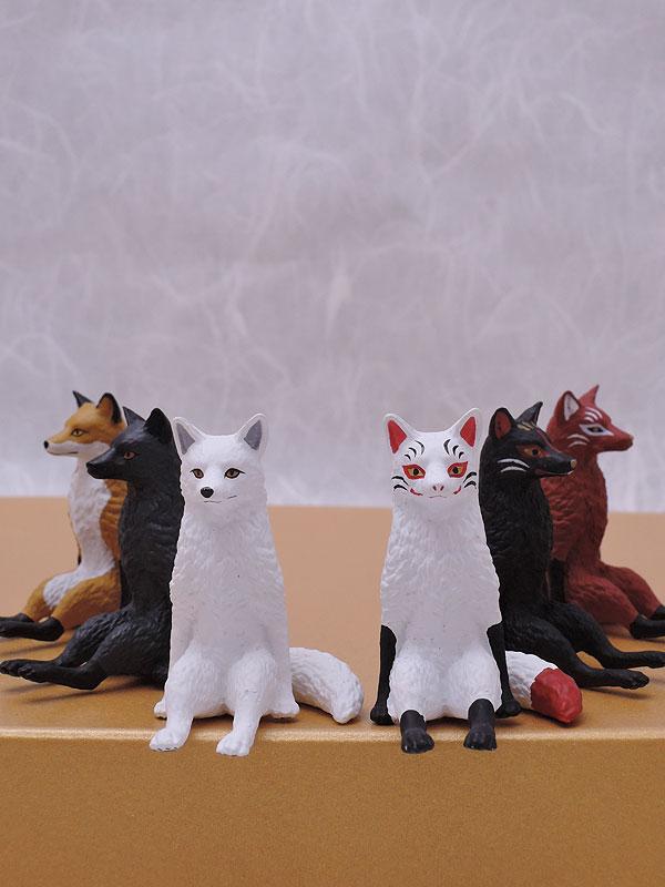 キタンクラブ:座る狐