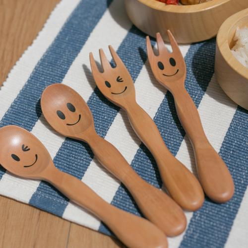 木製カトラリー【子ども用スプーン、フォーク】名入れ【出産祝い誕生祝いにお名前入れできます】ニコニコ&ウインク
