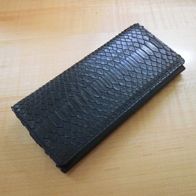 開運蛇革財布 横ライン黒マット