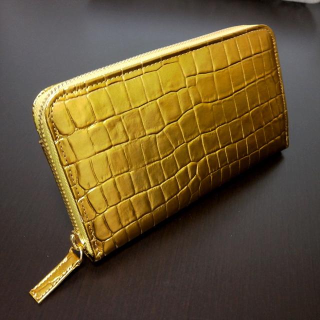 クロコ型押し黄金財布
