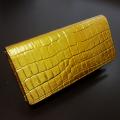 クロコ型押し黄金長財布