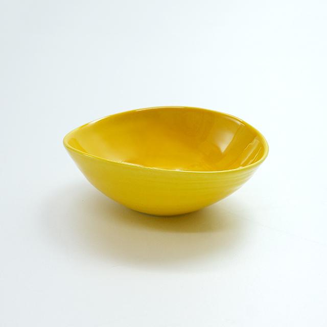 黄交趾変形小鉢