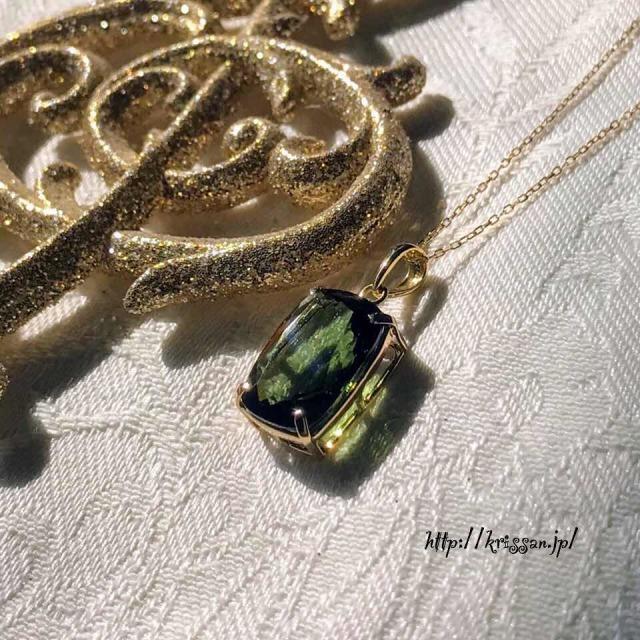 モルダバイト ペンダントトップ K18 18金 PT パワーストーン 天然石 健康運 運気アップ  オリーブグリーン 緑