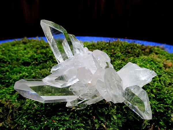 アメリカ、アーカンソー州産の高品質水晶原石クラスター