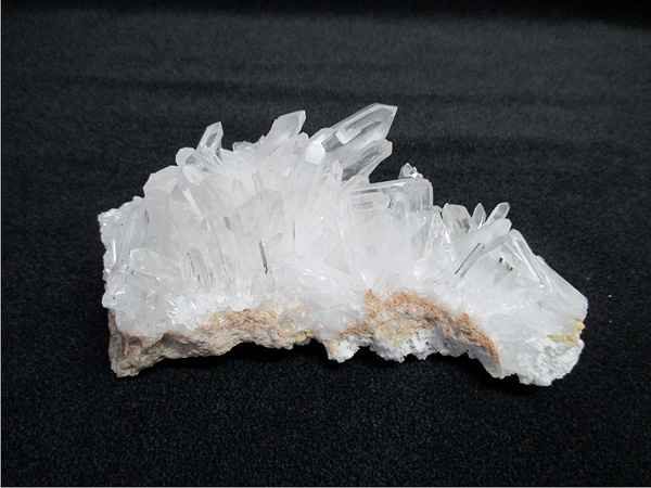 中国産の水晶原石クラスター