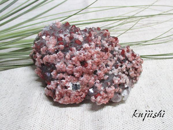 ヘマタイトオンクォーツ天然水晶原石クラスター