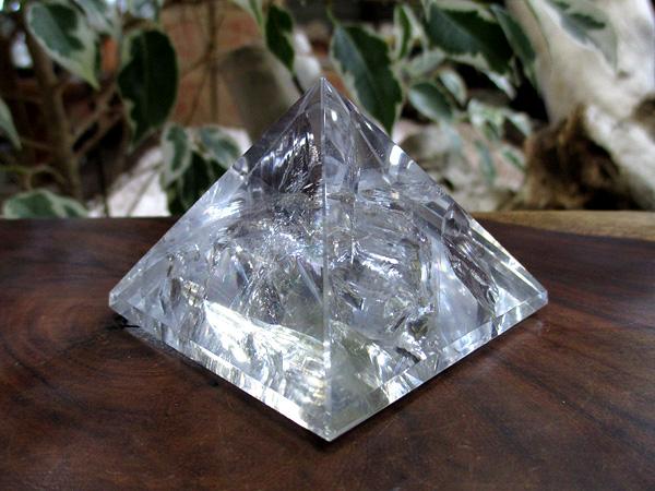 レインボースタッデッドクォーツ/天然水晶ピラミッド/トカンティンス州産/通販/販売 | 天然石専門店【鬮石】