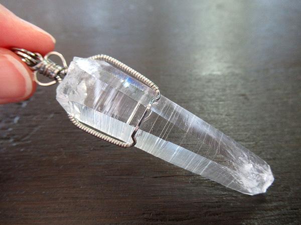 コロンビアレムリアンシードクリスタル ペンダントトップ 天然石 通販 販売専門店 鬮石