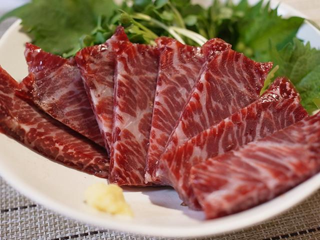 【熟成】【生食】霜降りたっぷり鯨刺し(イワシ鯨の赤肉特選約170g)【無添加】(3911)
