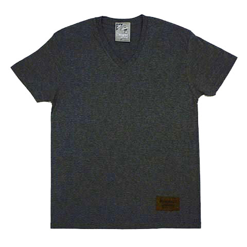 リュクシーカールロゴVネックTシャツ
