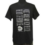 縦書き風ロゴポケットTシャツ フロント