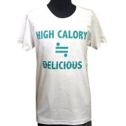 HIGH CALORY ≒ DELICIOUS Tシャツ ホワイト フロント