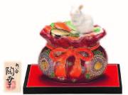 九谷焼縁起干支置物(5.5号 宝袋乗り子) 盛 (飾台/立札付)  [ 陶幸窯 ]