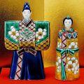 【送料無料】【雛人形】桃の節句 ギフト ご贈答品に 九谷焼5号立雛 色絵松竹梅 (台/屏風/敷物/立札付) 糠川孝之