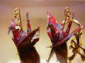 【日本のおみやげ】◆折鶴のイヤリング【手造り】【色/柄は赤・ピンク系のアソートとなります。】