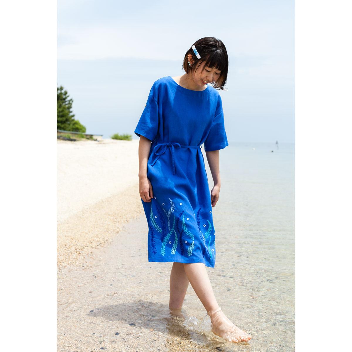 KY26-690/ロールアップスリーブワンピース/海藻〈青〉