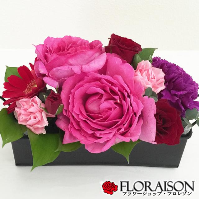 甘い香りの薔薇イブ・ピアッチェのアレンジメント