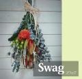 生花のスワッグ  飾りながら自然にドライフラワーになる過程を楽しめるスワッグ