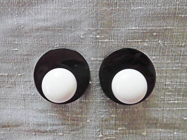 アンジェラ、プレート&ボールクリップイヤリングER7029-WH ホワイト