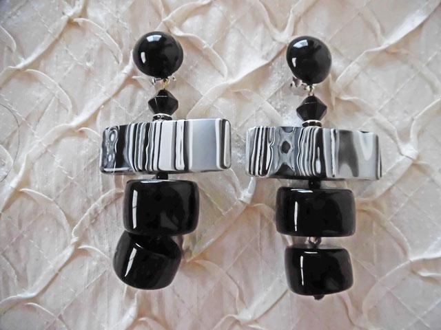 アンジェラ、マーブルプレートスイングイヤリングER7031-BK ブラック