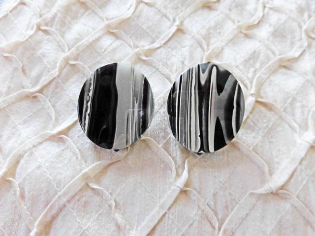 アンジェラ、墨流しマーブルプレートオーバルクリップイヤリングER7032-BK ブラック&ホワイト