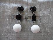 アンジェラ、クリアバー&ボールスイングイヤリングER7028-CR-WH ホワイト