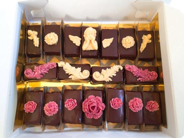 《ロースイーツ》濃厚クラシックチョコレートケーキ(天使の楽園) ~originalキャラメル/ノーマル~18カット