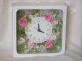 プレゼントに人気!プリザーブドフラワーでアレンジした木製時計 花時計
