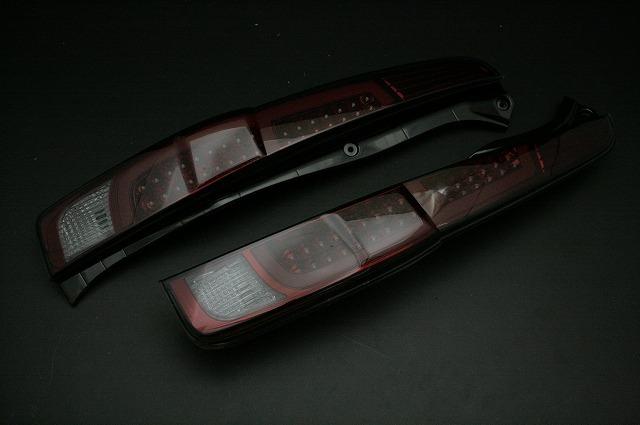 【ダイハツ】【ムーヴ】 LA100,LA110 (H22.12~H24.11)LEDテールランプ レッドスモーク