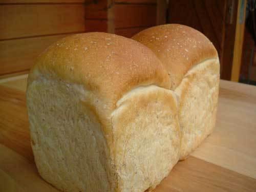 イチゴ酵母食パン