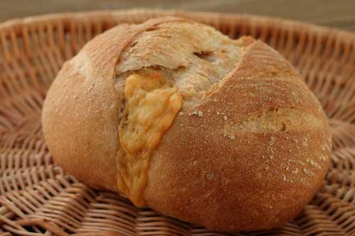 天然酵母チーズカンパーニュ