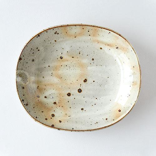 鉄吹粉引き 楕円皿/亀井 紀子(陶工房 もちの木)