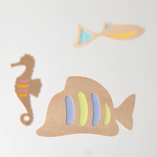 木製モビール 宙を泳ぐ魚(タツノオトシゴ)/おとぎ屋