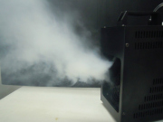フェイザーマシン、500mlリキッド付、霧状に煙が噴出するので目立つ事無く照明効果をアップ。
