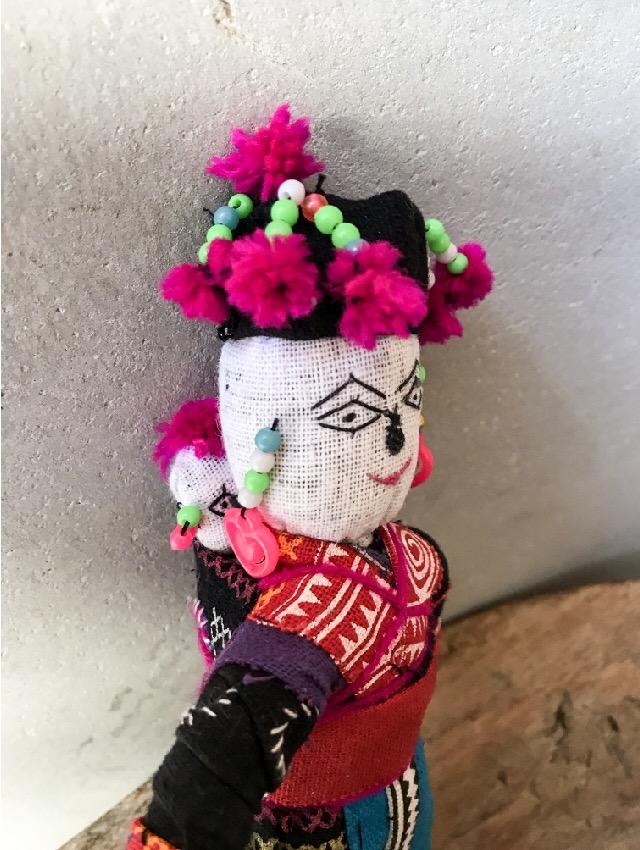 ラオスモン族人形B-2