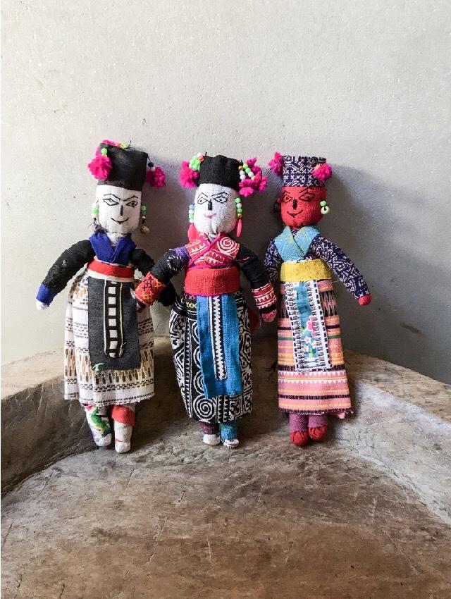 ラオスモン族人形