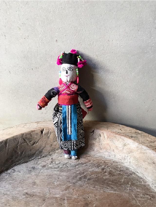 ラオスモン族人形B-1