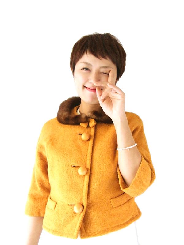 美しいマスタードカラー、もこもこのファー襟が大変キュートなヴィンテージショートジャケット