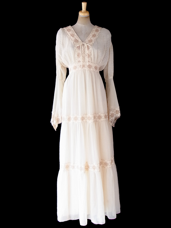 ヨーロッパ古着 ロンドン買い付け 70年代製 生成り色 X 花柄レース アンティーク  ドレス 09UK1773