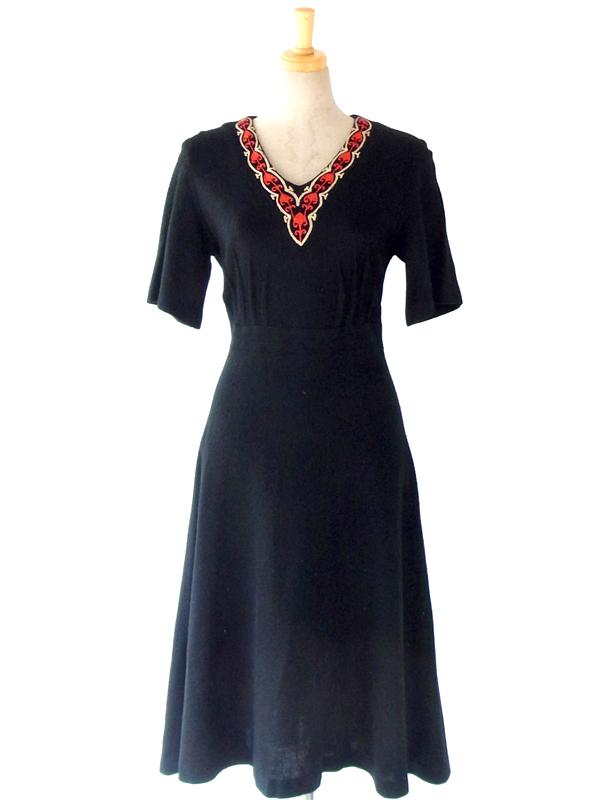 ヨーロッパ古着 フランス買い付け 60年代製 ブラック X アンティークデザイン刺繍 ヴィンテージ ワンピース 13FC823