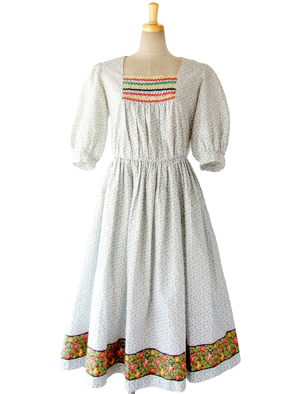 ヨーロッパ古着 フランス買い付け 60年代製 ホワイト X グリーン 小花柄 山道テープ 裾花柄 ワンピース 15FC115
