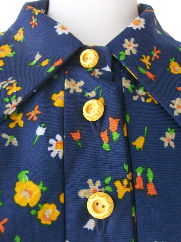ヨーロッパ古着 フランス買い付け 60年代製 ブルー X カラフル花柄 かわいいデザインボタン レトロ ワンピース 15FC320