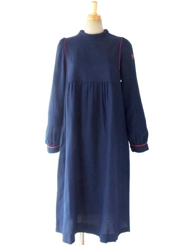 ヨーロッパ古着 フランス買い付け 60年代製 深いブルー X レッドパイピング 肩口に花柄刺繍 ヴィンテージ ワンピース 15FC411